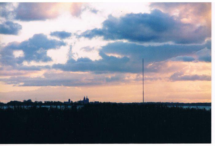 Dieses Bild hat ein leeres Alt-Attribut. Der Dateiname ist Stralsund-in-der-Abenddämmerung-700x476.jpeg